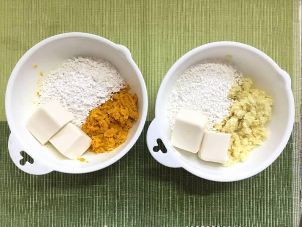 2.かぼちゃとさつまいもを別々のボウルで潰し、白玉粉と豆腐を加えてこねる。耳たぶくらいの固さになるように、固ければ水を加え、柔らかければ白玉粉を加える。